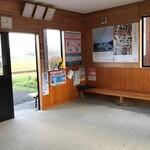 駅前食堂 - 店の目の前の鮎川駅も素晴らしい