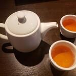 チャイニーズ ダイニング イケガメ - お茶はポットで