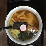 ラーメン渓流 - 料理写真:醤油ラーメン醤油ラーメンの麺半分