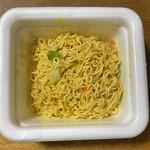 大和製菓 おかし直売所 - 料理写真:麺の下から具材が出てきます。