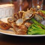 チッタ アルタ - アサリと緑野菜のアーリオオーリオ