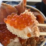 ウトロ漁協婦人部食堂 - 大粒のイクラ