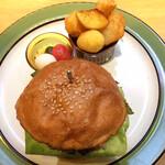 クリバーガー - エンザンジミソバーガー 焼きピーマン追加。 ピクルスがめちゃ美味しい。ポテト色々。