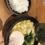 横浜家系ラーメン 代々木商店 -