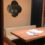 個室 肉寿司と牛タンしゃぶしゃぶ 金肉 -