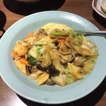 中国大陸料理 水仙閣 - 五目あんかけチャーハン 980円(税抜き)