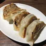 中国大陸料理 水仙閣 - 特製焼き餃子 300円(税抜き)