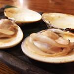 浜海道 - 料理写真:妻はいらなっていうから、2つも食べれて幸せ。貝焼いたの大好き。