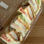 手作りパン工房 バーゼル - カツデラックス ¥470(税別)