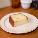 スリーペンギンズコーヒーアンドロースター - オレンジのパウンドケーキ