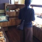プス - その他写真:店内の雰囲気  後姿の女性は  お客様です