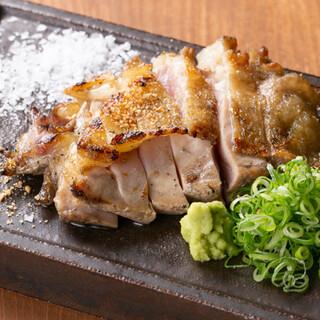 厳選した鮮度の高い地鶏、銘柄鶏を提供