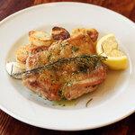 トラットリア ピッツェリア アミーチ - 大山鶏モモ肉とじゃが芋のロースト