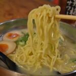 かるびラーメン 京城苑 - 自家製縮れ中太麺