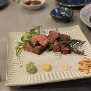 厳選和牛ステーキは、お好みのカット・焼き加減でご提供します