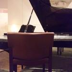 椿サロンsapporo - 店内のグランドピアノ.JPG