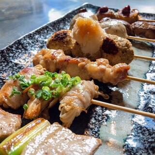 広島では珍しい♪大きな鉄板で焼き上げる串焼きを召し上がれ!