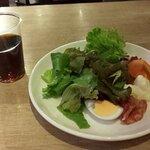 世界のビール博物館 - ウーロン茶とサラダ(2020.10)