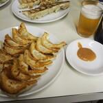 ぎょうざ専門店 赤萬 - 餃子 & ビール