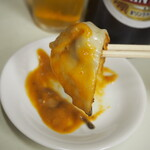ぎょうざ専門店 赤萬 - 餃子(まずは味噌ダレだけで食べる)