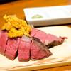 肉小屋 - 料理写真:黒毛和牛の赤身肉うちもものウニ乗せ
