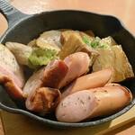 139991793 - 炙りお肉四種盛り  800円                       ベーコン・霜降りソーセージ                       トロ角煮・チャーシュー