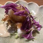 140007986 - カマスの炙り、胡麻ダレ、大根おろしと菊の花散らし
