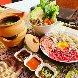 """タイの土鍋を囲んで楽しいひとときを♪ハーブ香る""""チムチュム"""""""