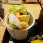 新宿 立吉 - お通し (野菜スティック.おかわり自由 + 茄子のお浸し)
