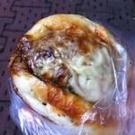 堀内ベーカリー - チーズハンバーグ