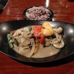 日々輝 - 野菜とチキンたっぷりココナッツスープカレー1000円