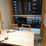八海山公認 個室居酒屋 越後酒房 八海山 - とあるテーブル席