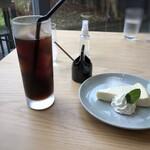 HAPPY HILL - 私はこの日ディナーの予定がありましたので軽く・・ ◆チーズケーキと水出しアイスコーヒーのセット(935円:税込)
