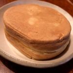Hourakumanjuu - 「蜂楽饅頭」。上品な感じが伝わりますでしょうか・・・。