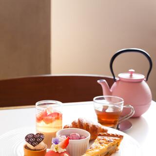 フランスブランドの高級紅茶を日本の伝統茶器でご堪能ください。