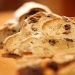 パン アトリエ クレッセント  - 料理写真:シュトレン11月7日より発売開始です。