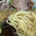 未羅来留亭 - まろやかな豚骨スープにスタンダードな細麺。とても昭和的なラーメンです。
