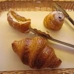 アトリエ・ド・マヌビッシュ - ・「購入したパン3種(\457)」