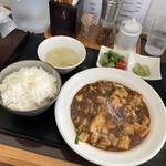 四川麻婆専家 辣辣 - 定食全貌 870円