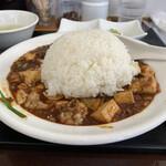 四川麻婆専家 辣辣 - ご飯を麻婆豆腐にオンして