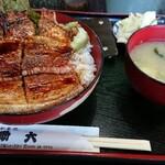助六 - 料理写真:ミックス豚丼(¥1000)。 バラ肉とロースどちらも楽しみたい方に丁度良いメニューです。