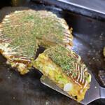 お好み焼き 文福 - 料理写真:かっちり焼かれた表面にとろふわの断面!美味しそうでしょ♡