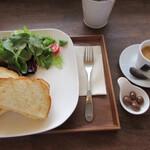 カフェ ハチ - たっぷりタマゴのトーストサンドセット