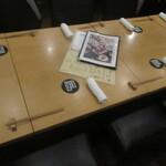 140101003 - テーブル席に着席です