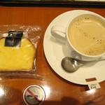 上島珈琲店 - 黒糖ミルク珈琲Sと豆乳チーズのパウンドケーキ