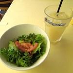 ウエストパーク・カフェ - グリーンサラダとグレープフルーツジュース