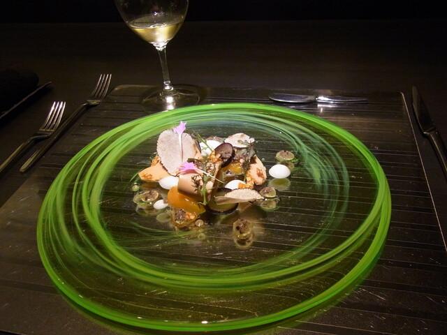 エクアトゥール - オードブル 冷製フォアグラのカルパッチョ 杏とセロリのピューレ 長野パープル