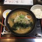 め組 - 料理写真:味噌ラーメンと半ライス