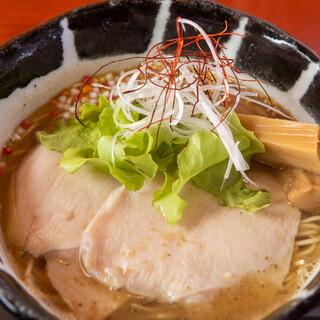麺創房 昭和呈 - 料理写真:あご醤油ラーメン
