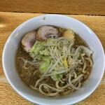 ラーメン二郎 - 料理写真:ラーメン 780円 麺半分・ヤサイ少な目にんにくで